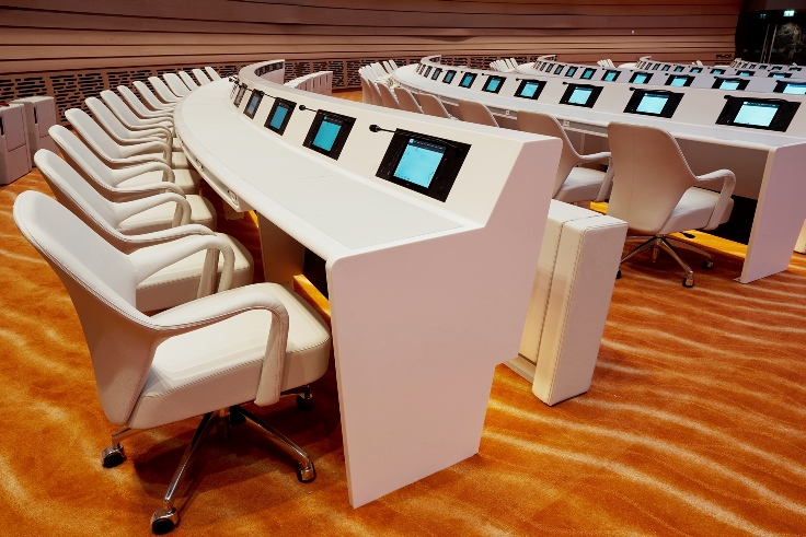 desk-room-xvii-or-la-salle-des-emirats-at-united-nations